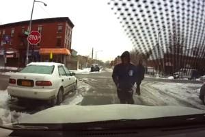 Videón a világ leghülyébb autótolvajai