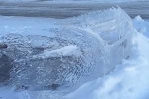 Jégszobrot varázsolt az autóból a -50 celsiusos hideg