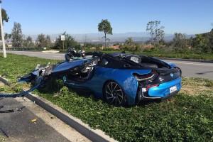 Betonkeverő gyűrt maga alá egy BMW-t – fotók
