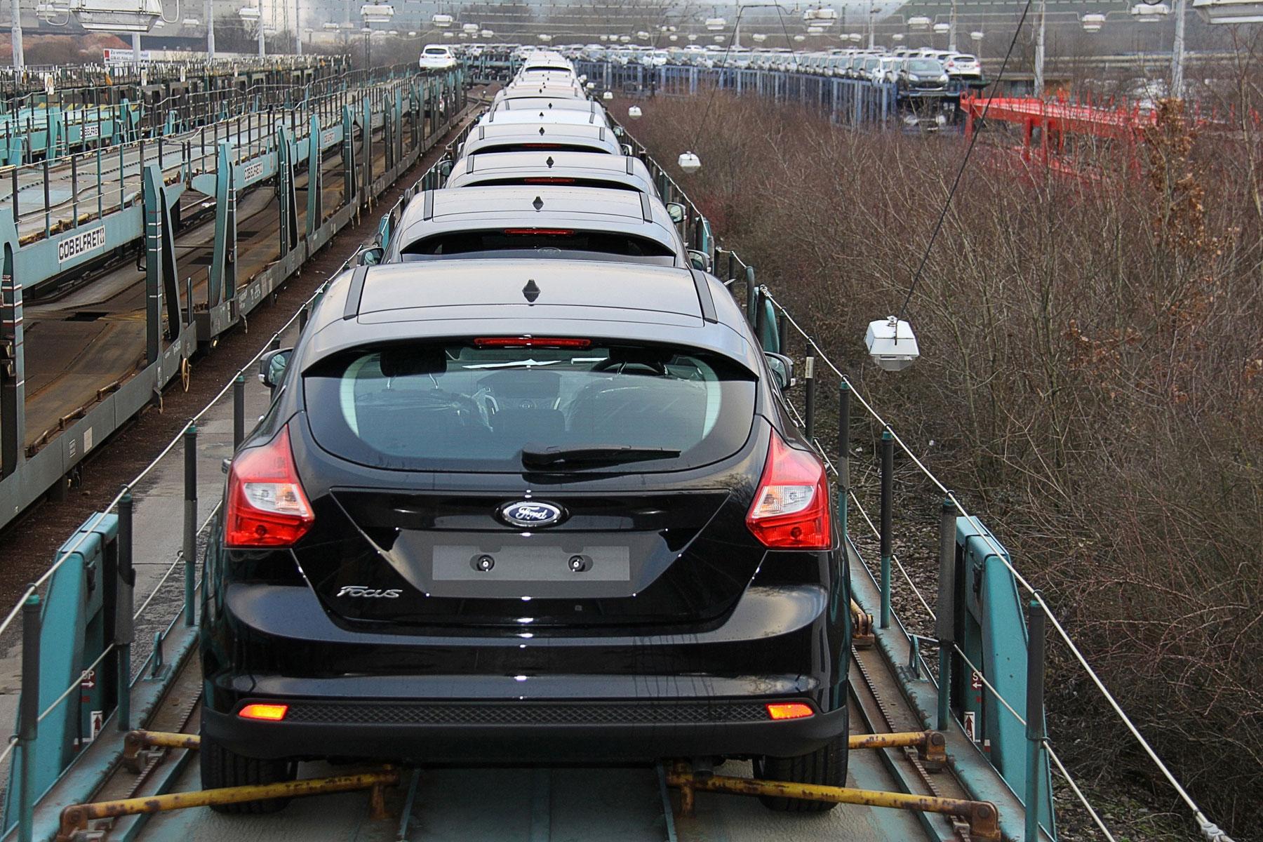 Az adott konszern által eladott összes autónak átlagosan kell 2020-tól benzinből 4,1, gázolajból 3,6 litert fogyasztania 100-on