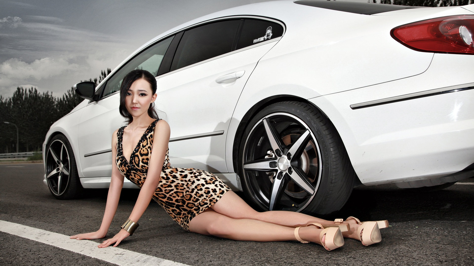 cool-asian-car-pictures-scene-chick-pussy