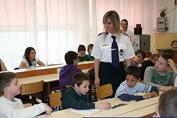 4 KRESZ iskolarendőre szon