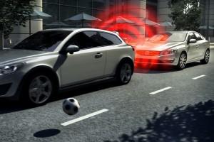 Biztonsági rendszerek az autókban: mi kötelező most, mi lesz az hamarosan?