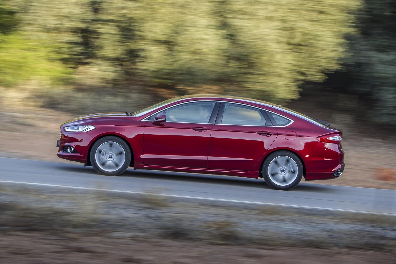 A jelenlegivel szemben  előre láthatóan teljesen új padlólemezre kerül a Ford Mondeo következő, várhatóan 2020-ban érkező, kisebb tömegű, és többféle hibrid hajtáslánc befogadására képes  új generációja