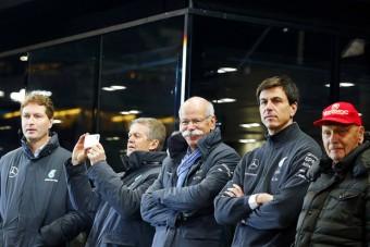 Meglepő dolog történt a Mercedes F1-es sikerei miatt