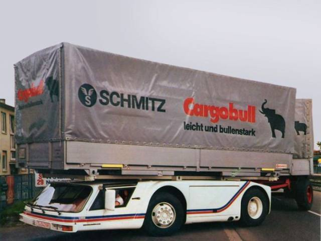 this_supercargo_vehicle_is_something_out_of_this_world_640_07