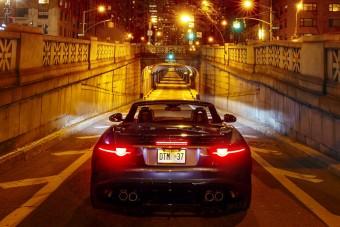 Így dübörög alagútban a legbrutálisabb Jaguar