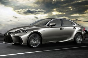 Harciasabban támad a Lexus