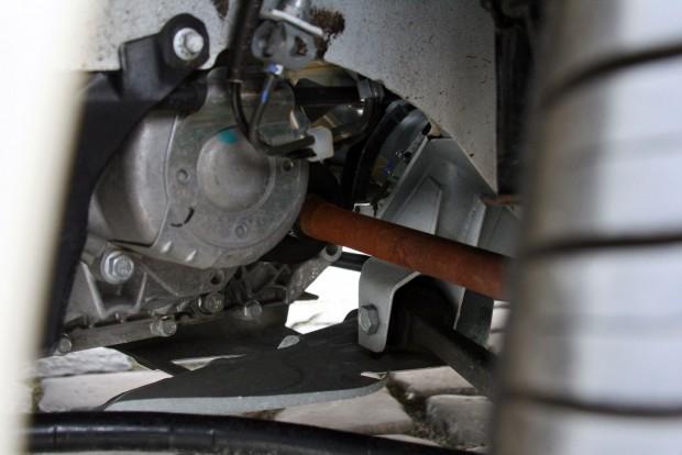 Új autóban csúnya látvány a rozsdás felületű féltengely. De olyan masszív, mintha egy kisteherautóé volna