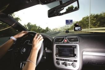 Digitális szemtanú az autóba