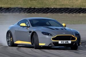 Aston Martin hétfokozatú kézi váltóval