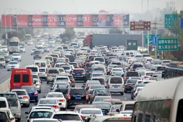 Holiday travel rush congests roads in Chinese cities