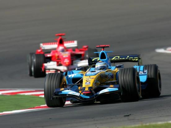 Fernando Alonso Michael Schumacher ellenében lett világbajnok tíz éve