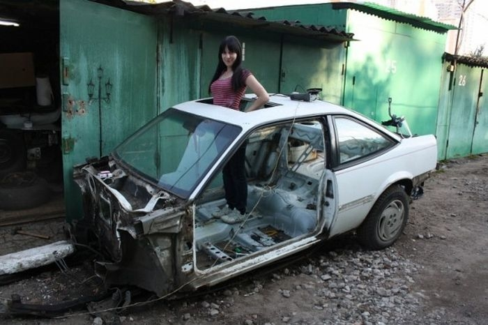 girls_and_cars_03