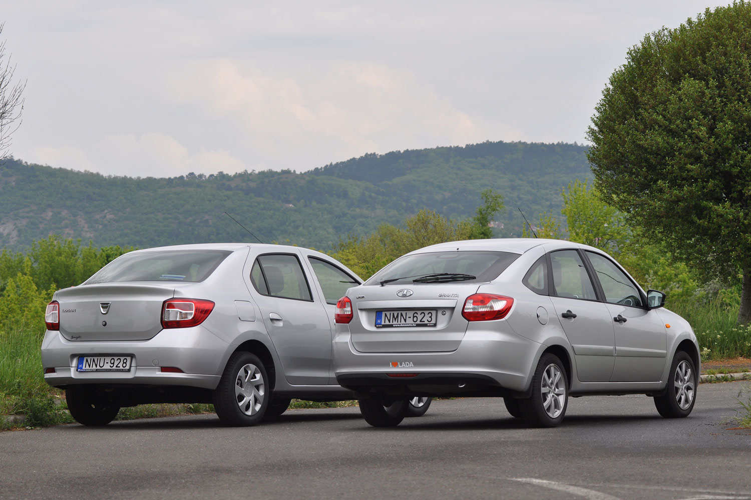 renault logan new vs lada granta liftback
