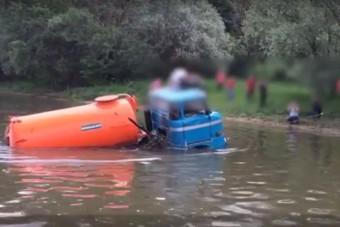 Teherautót mentettek a Dunából - videó