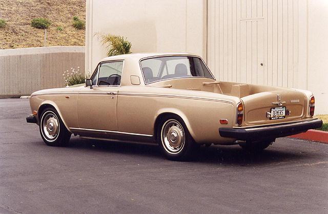 Rolls-Royce Silver Shadow II alapokra épült platós. Trágyának ennél nagyobb luxus nem kell.