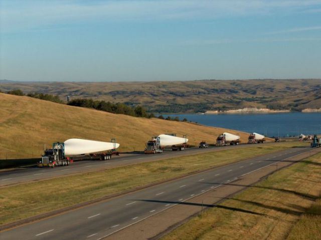 supersized_truck_loads_640_23