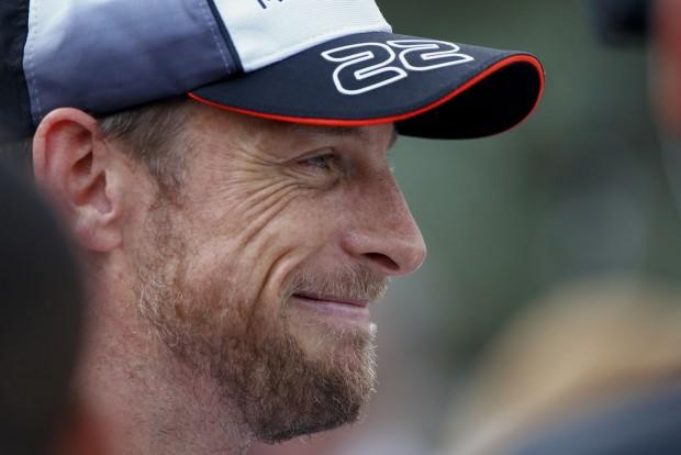 F1: Button a 300. futamon is tanul