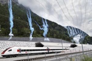 9 ember belehalt, de kész a világ leghosszabb vasúti alagútja