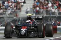 F1: Button egyedül dönt a jövőjéről