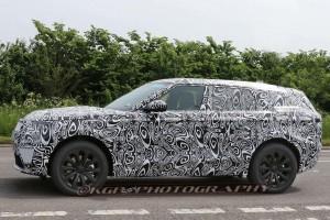 A Range Rover betámadja a BMW X6-ot