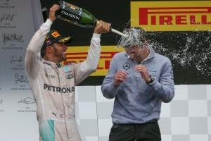 F1: Hamilton nem kér a csapatutasításokból