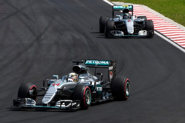 F1: Hamilton direkt tartotta fel Rosberget?