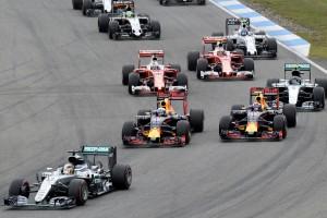 Több lett az előzés és a kerékcsere az F1-ben