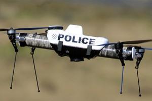 Már drónokkal is harcolnának a gyorshajtók ellen