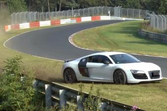 Ott mentett nagyot az Audi R8 sofőrje, ahol mások ronggyá törik magukat