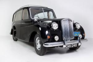 Eladó John Lennon legendás autója