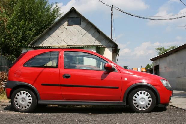 Mindent tud az egyliteres C Corsa, amit női autótól egy kezdő vezető várhat. Alkatrészárai alacsonyak