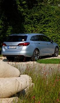 Mindent bele kombi az Opeltől, terebélyes farral