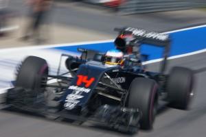 F1: A McLaren büntetést visz Malajziába