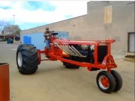 Totálisan értelmetlen V12-es traktor, de nagyon menő