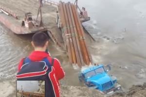 Nézd, ahogy egy egész kamiont nyel el a folyó