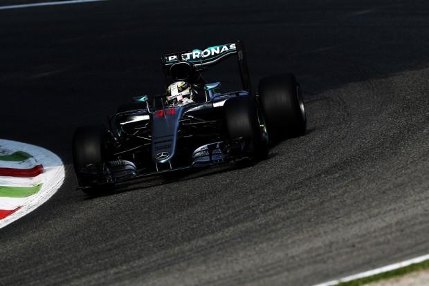 F1: Dehogy megy a Merci-főnök a Ferrarihoz