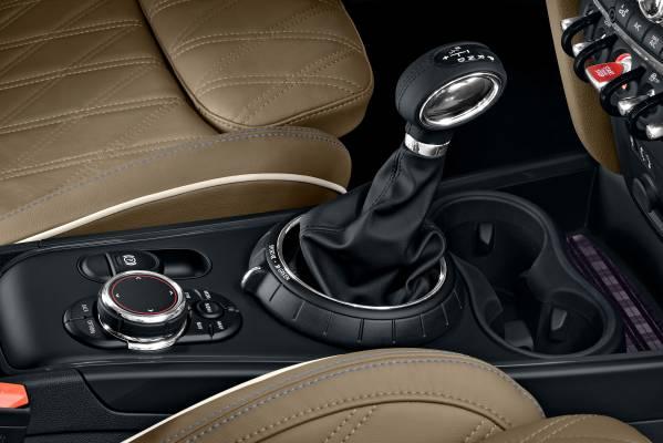 Négyféle motorral rajtol az autó. A háromhengeres, másfél literes benzines 136 lóerős, a 2.0-ás négyhengeres 192 lóerős.