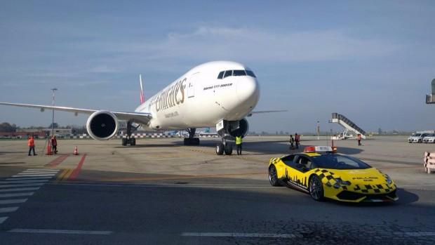 bologna-airport-lamborghini-huracan