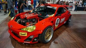 Őrült játékszer a Toyotába töltött Ferrari