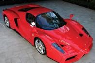 Eladó a divatmogul Ferrarija
