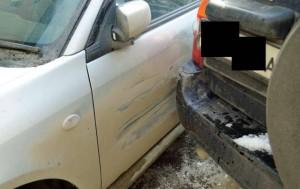 Érdekes világban élnénk, ha mindenki így javítaná törött autóját