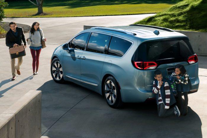 Chrysler Pacifica Hybrid: 3.6 V6 benzin + két villanymotoros plug-in hibrid (287 LE rendszerteljesítmény, nyomaték: N/A)
