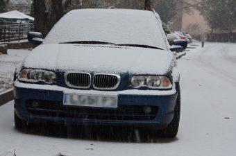 Masszív havazás keleten, fotókon a fehér utak