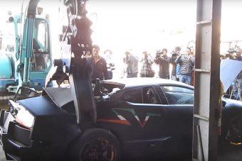 Mély levegő, és nézd, ahogy szétmarcangolnak egy Lamborghinit
