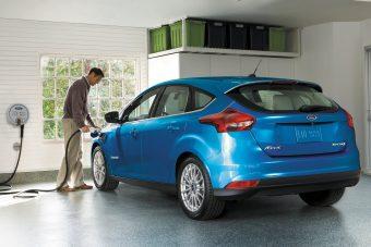 Messzebb megy, gyorsabban tölt az elektromos Ford Focus