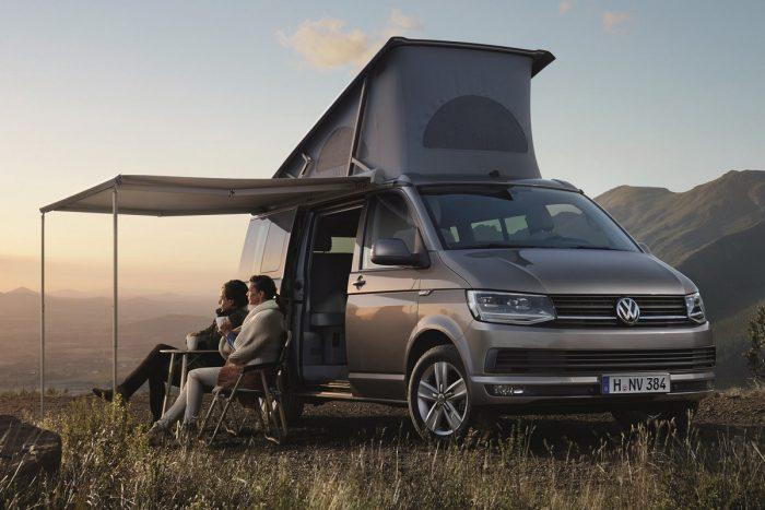 8, Na jó, ez a tető nem úgy nyitható, de a Volkswagen Transporter hagyományosan kínálja ezt a nagyon jópofa megoldást a kempingezős kisbuszokhoz