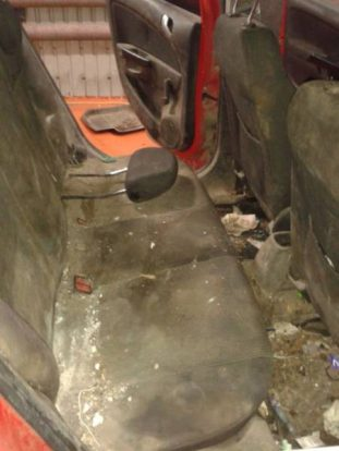 looks_like_cars_really_need_to_be_cleaned_up_once_in_a_while_640_05