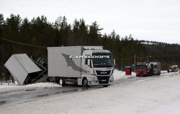 Porsche-Truck-Crash-1